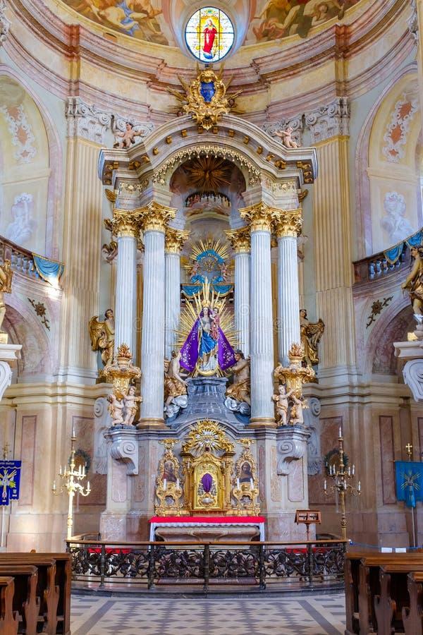 Bel autel à l'église de Krtiny image stock