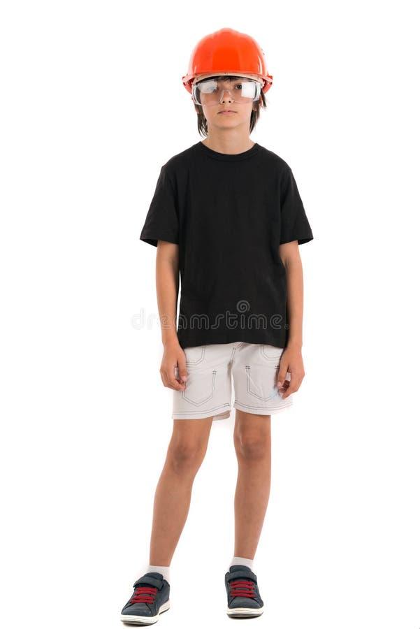 Bel enfant avec le casque orange d'isolement sur a au-dessus de dos de blanc photos libres de droits