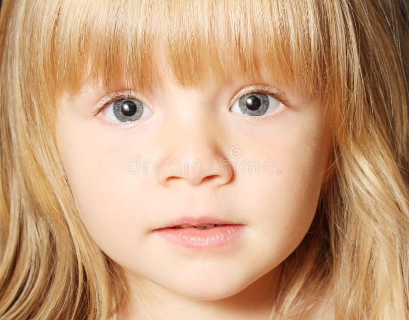 Bel enfant en bas âge images libres de droits