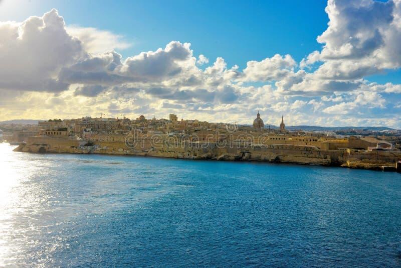 Bel horizon de bord de mer de La Valette, points de repère de Malte, voyage l'Europe photos stock