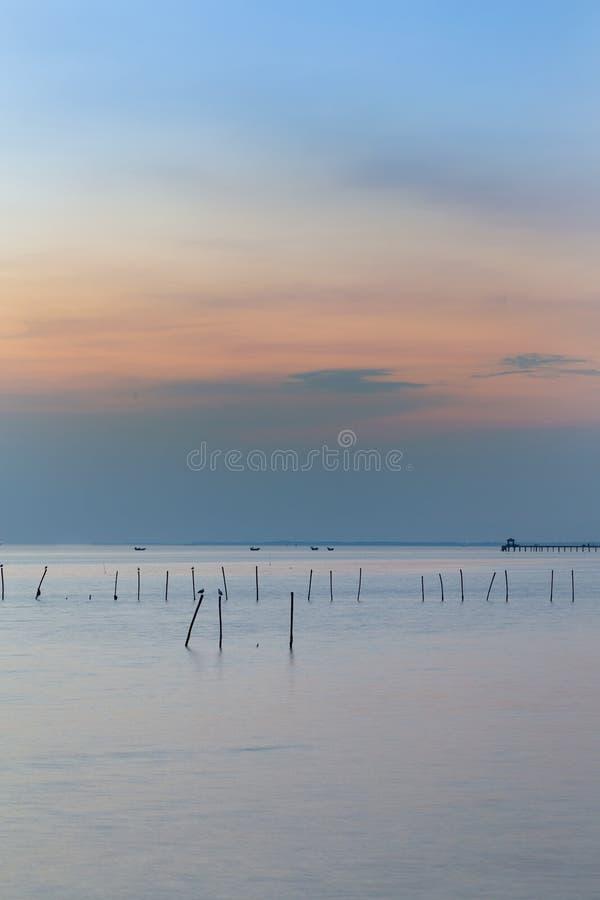 Download Bel Horizon Naturel De Littoral Photo stock - Image du lumière, sailboat: 87707124