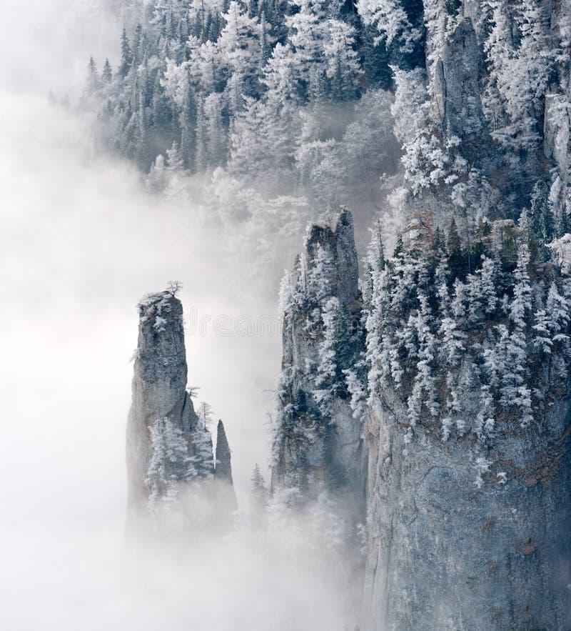 Download Bel Horizontal De L'hiver Dans Les Montagnes Photo stock - Image du givré, neuf: 56479278