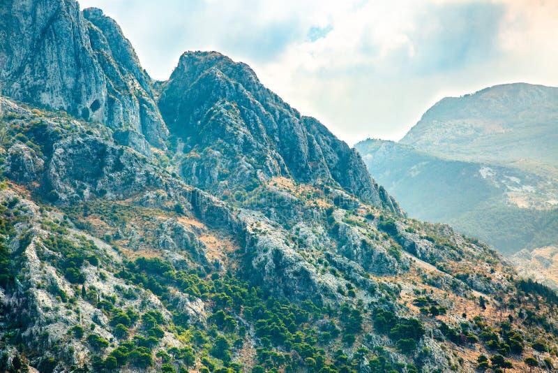 Bel horizontal de montagne Chaîne de montagne Nature méditerranéenne image stock