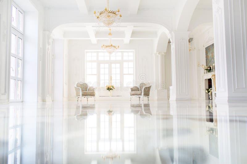 Bel intérieur luxueux de hall images stock
