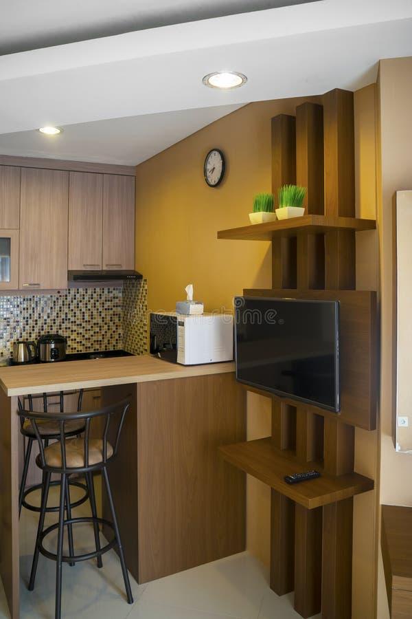 Bel intérieur minimaliste de cuisine à la maison photo libre de droits