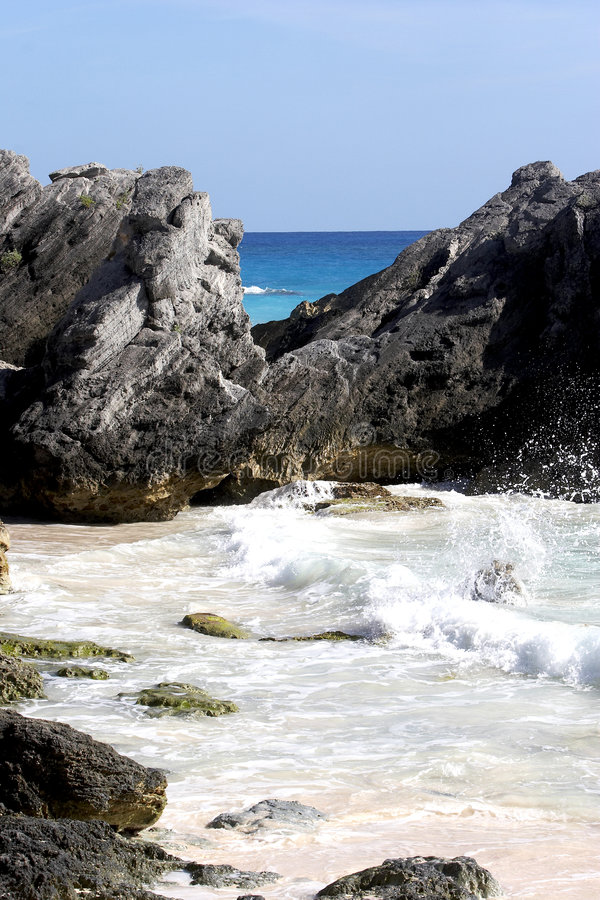 Bel océan, roches image stock