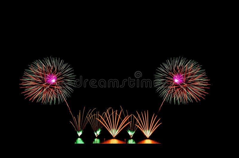Bela exibição de fogos de artifício no céu preto fotografia de stock