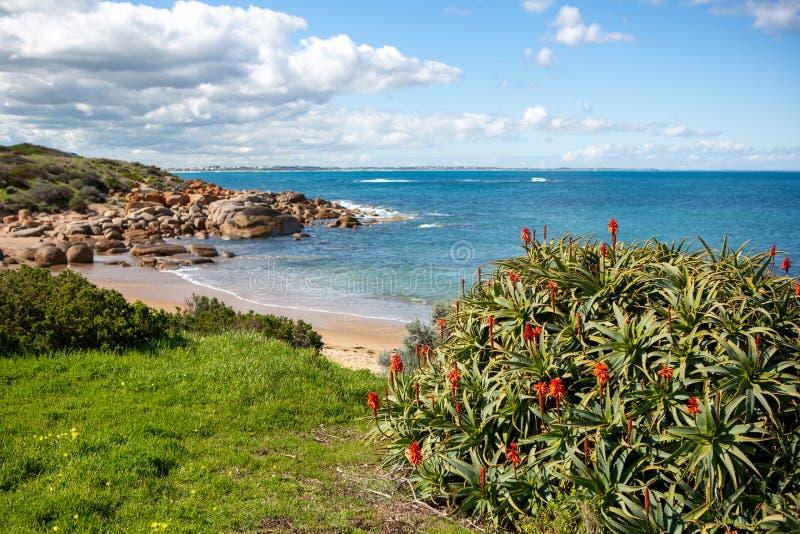 A bela praia de Crockery em Port Elliot South Austrália, em 27 de agosto de 2019 imagens de stock