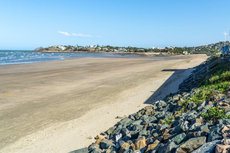 bela praia de Yeppoon no norte da Austrália fotografia de stock