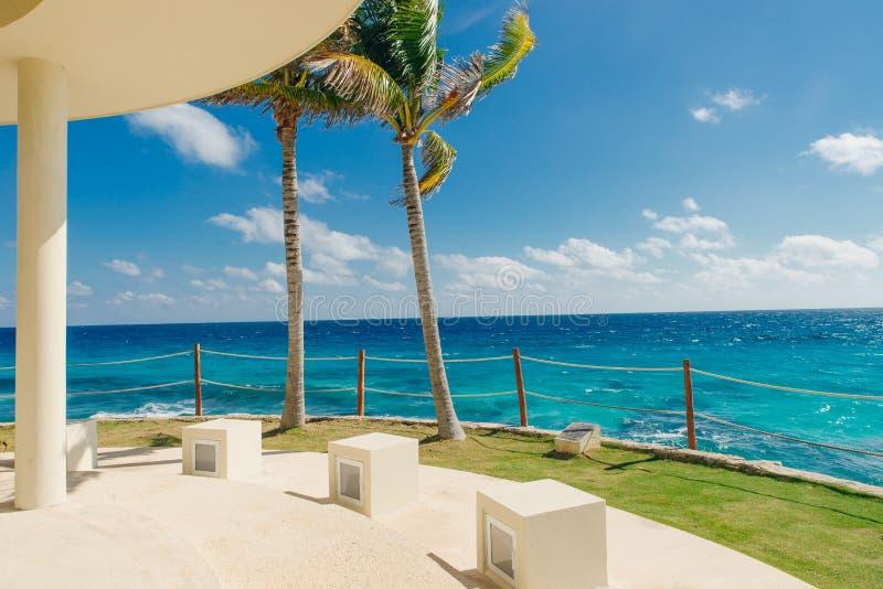 Bela vista da costa caribenha de Cancún México imagens de stock royalty free