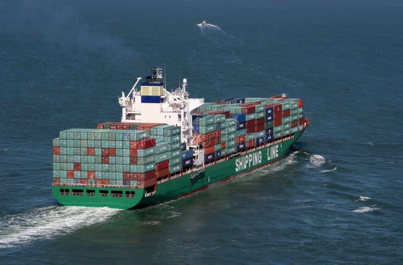 Beladenes Containerschiff stockfoto