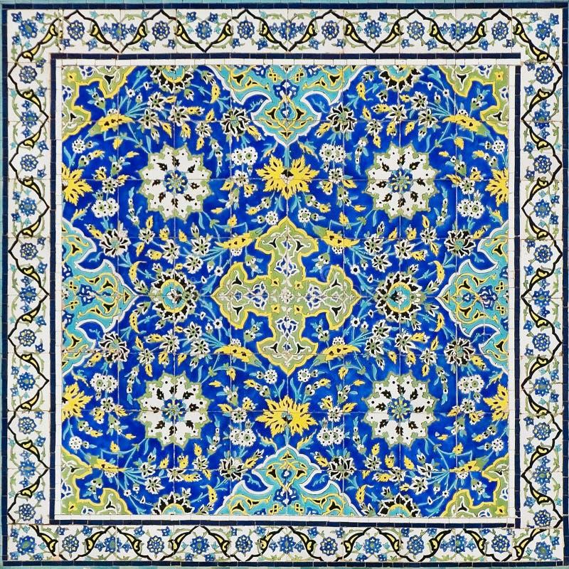 Belagd med tegel bakgrund royaltyfri bild