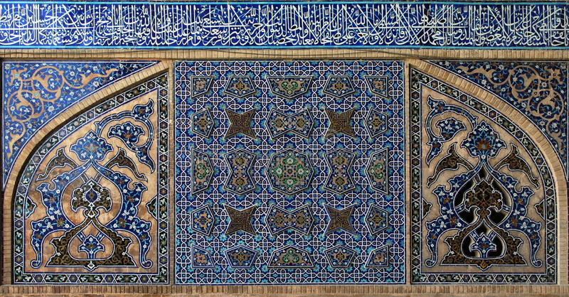 belagd med tegel bakgrundsiran isfahan moské royaltyfri bild
