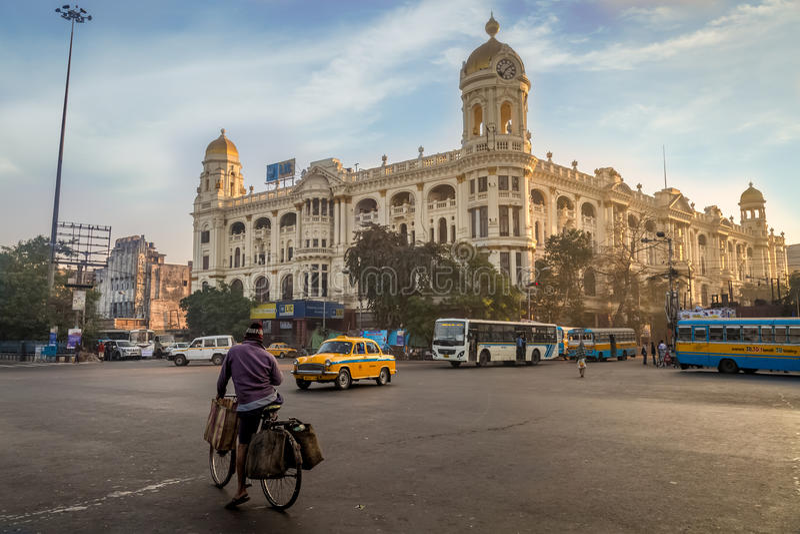 Belangrijk de verbindingsoriëntatiepunt van de stadsweg in Chowringhee Dharamtala die Kolkata met koloniale erfenisgebouwen kruis royalty-vrije stock fotografie