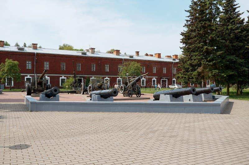 belarus Kanonen auf dem Gebiet der Brest-Festung 23. Mai 2017 lizenzfreie stockbilder