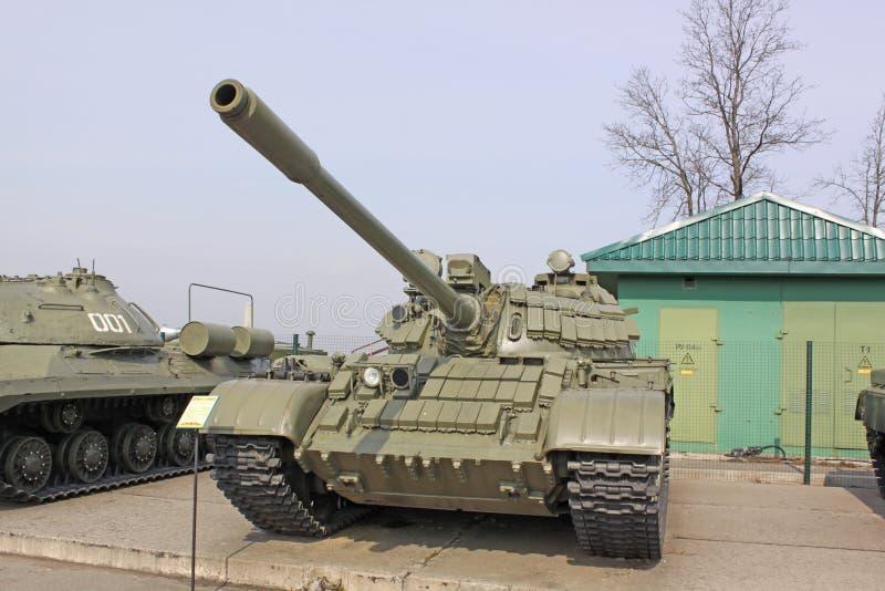 belarus minsk Tanque soviético T-64 na linha de Stalin do museu foto de stock