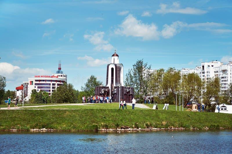 belarus Monument aux soldats des Afghans sur l'île des larmes à Minsk sur la rivière Svisloch 21 mai 2017 photo libre de droits
