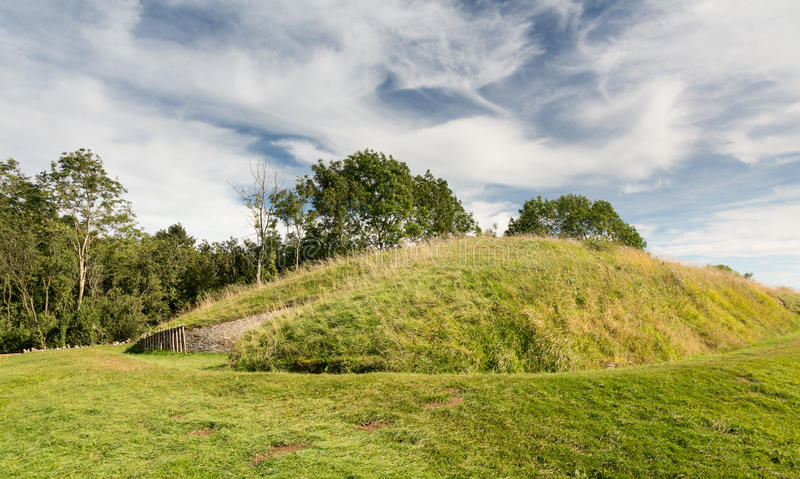 Download Belas Nap Barrow On Cleeve Hill Cotswolds Stock Image - Image: 26937103