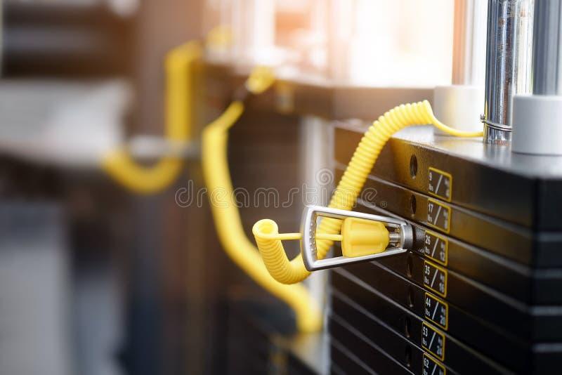 Belasten Sie Stapel in einem Turnhalleneignungstraining, Nahaufnahme stockfotografie