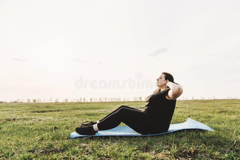 Belasten Sie verlierend, T?tigkeit im Freien und trainieren, gesunder Lebensstil stockfotografie