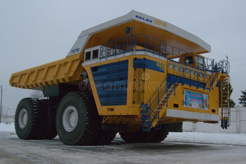 BelAZ, caminhão basculante, o maior no mundo, região de Minsk, fotografia de stock royalty free