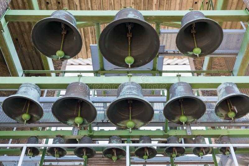 Belces del carillón en torre del pueblo holandés Emmeloord fotografía de archivo