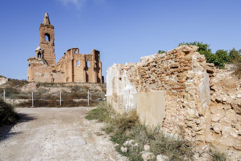 Download Belchite χωριό που καταστρέφεται σε έναν βομβαρδισμό κατά τη διάρκεια του ισπανικού εμφύλιου πολέμου Στοκ Εικόνες - εικόνα από κατεδαφισμένος, ουρανός: 62700084