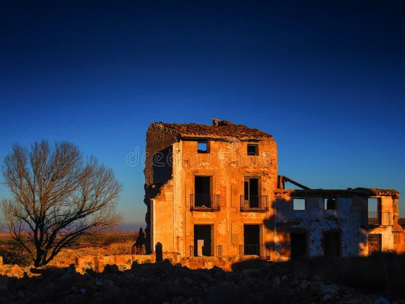 Belchite-Dorfkriegsruinen in Aragonien Spanien an der Dämmerung lizenzfreie stockfotografie