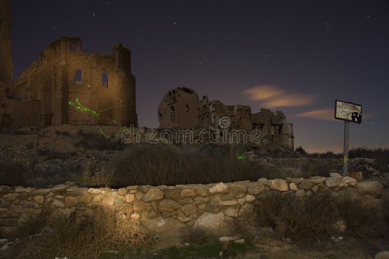 Belchite por noche imagen de archivo