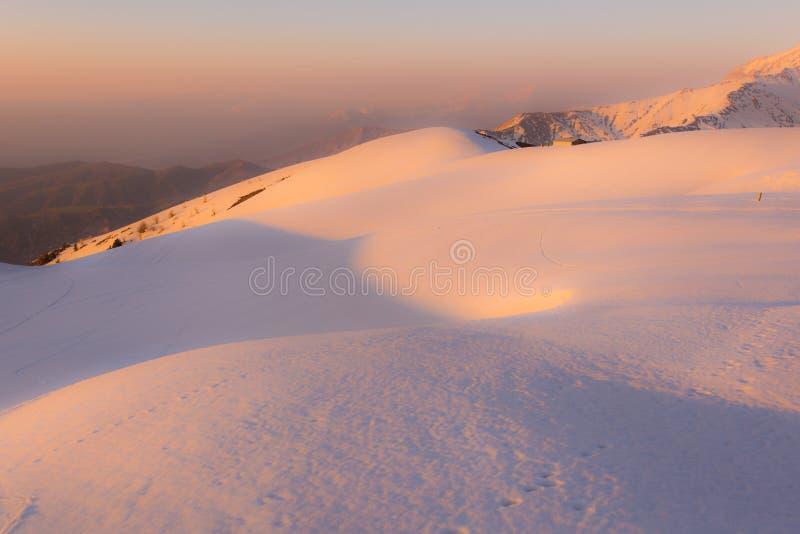 Beldersay-Berg im Sonnenuntergang lizenzfreies stockfoto