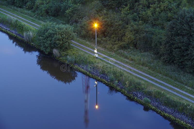 Beldorf - канал Киля в вечере стоковые изображения