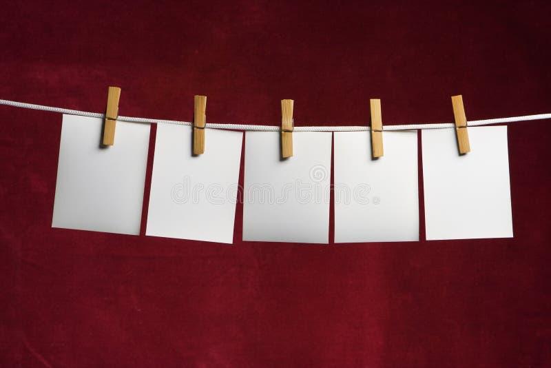 Beleg mit fünf Weiß des Papiers lizenzfreie stockbilder