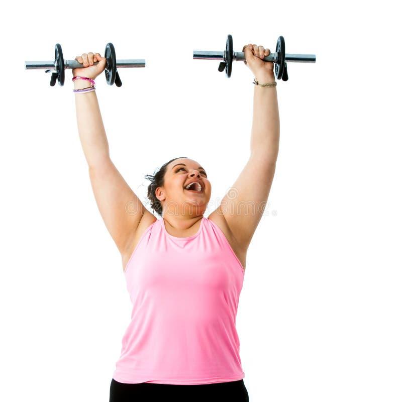 Beleibte Dame, die Gewichtstraining tut stockbilder