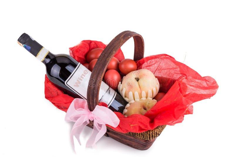 Belemmer mand bestaan rode eieren, perzik en rode wijn stock fotografie