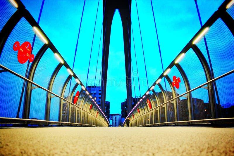 Beleuchtete Brücke lizenzfreie stockfotografie