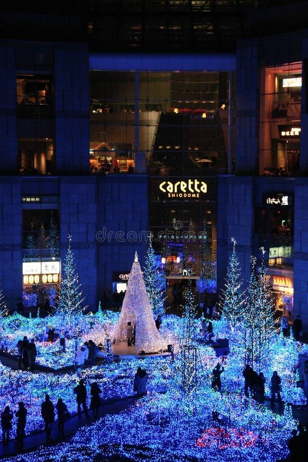 Beleuchtung des Weihnachtslichtes bei Shiodome, Tokyo, Japan stockbilder