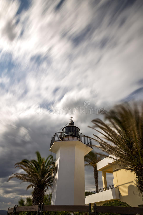 Beleuchtungsturm in Costa Brava, Dorf Palamos Spanien mit lang stockfoto