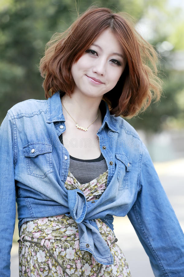 Beleza asiática ao ar livre foto de stock