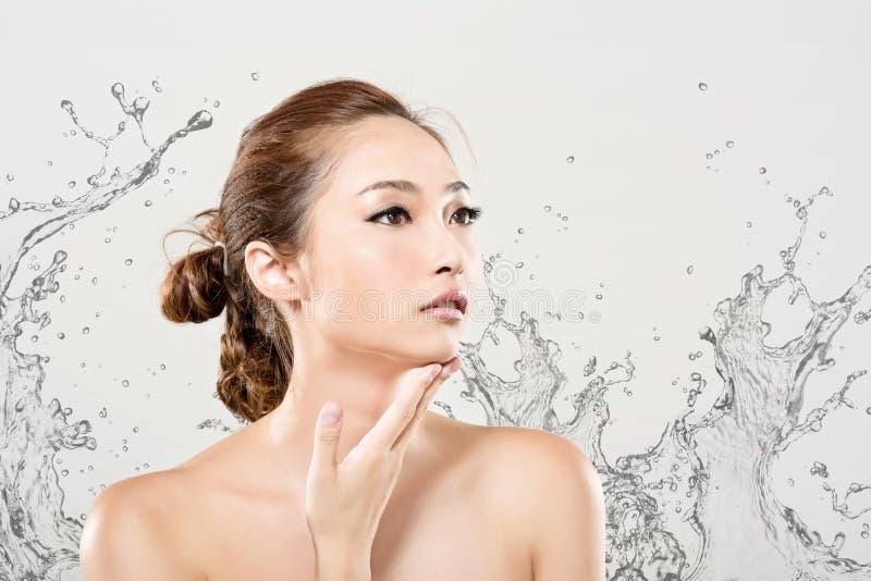 Beleza asiática com água fotografia de stock royalty free