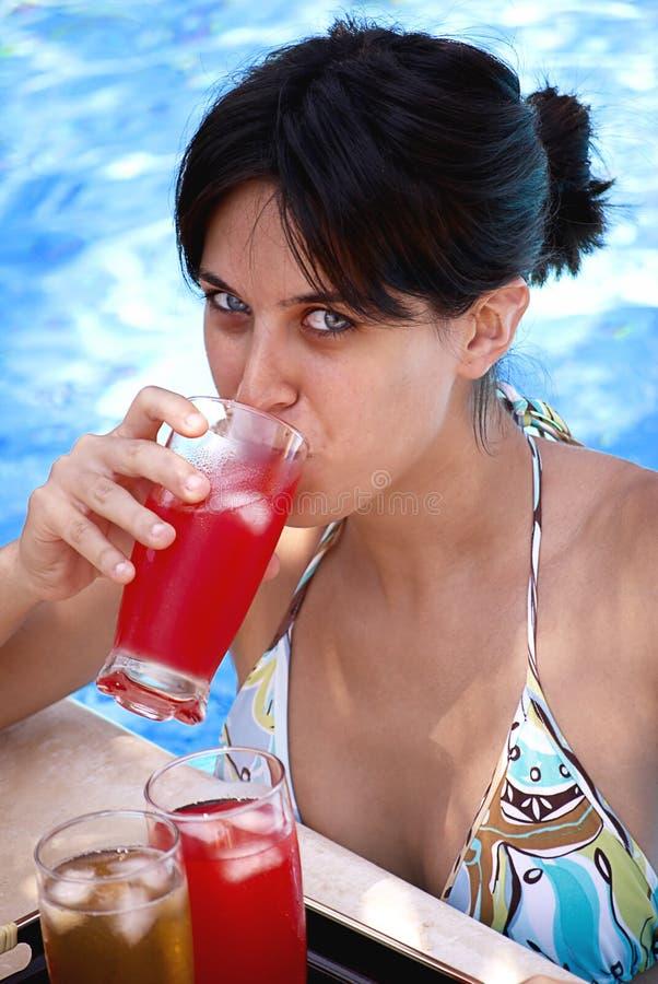 Beleza com cocktail foto de stock royalty free