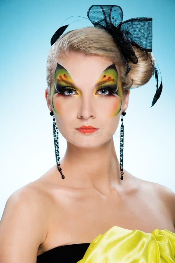 Beleza com face-arte da borboleta fotos de stock