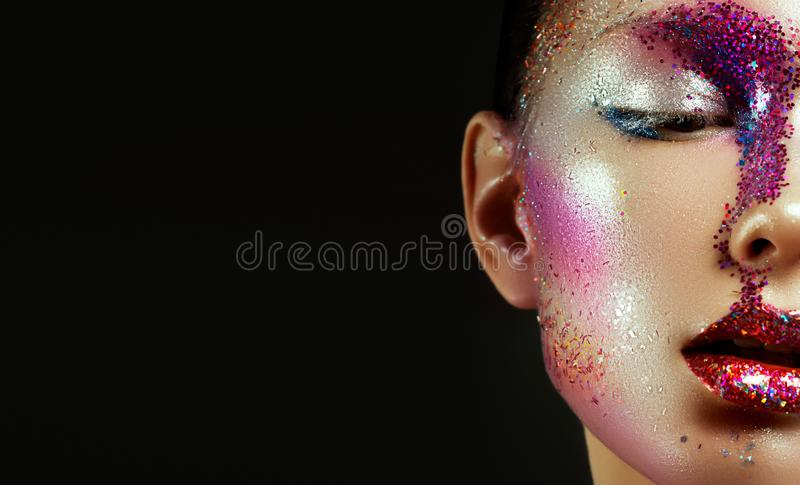 Beleza, cosméticos e composição Olhar dos olhos mágicos com composição criativa brilhante fotografia de stock