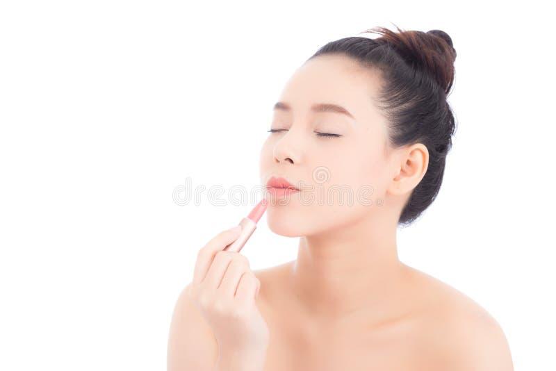 A beleza da aplicação asiática da mulher do retrato compõe com o batom da boca isolado no fundo branco imagem de stock