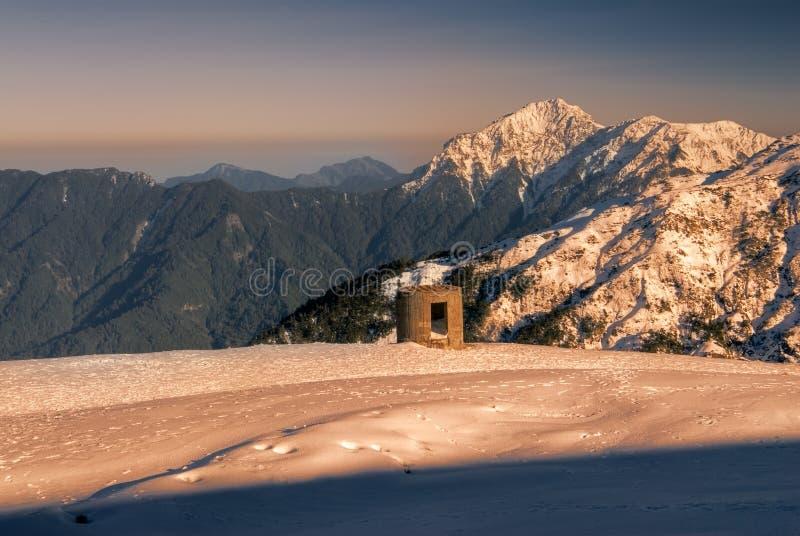 Beleza da montanha da neve fotos de stock