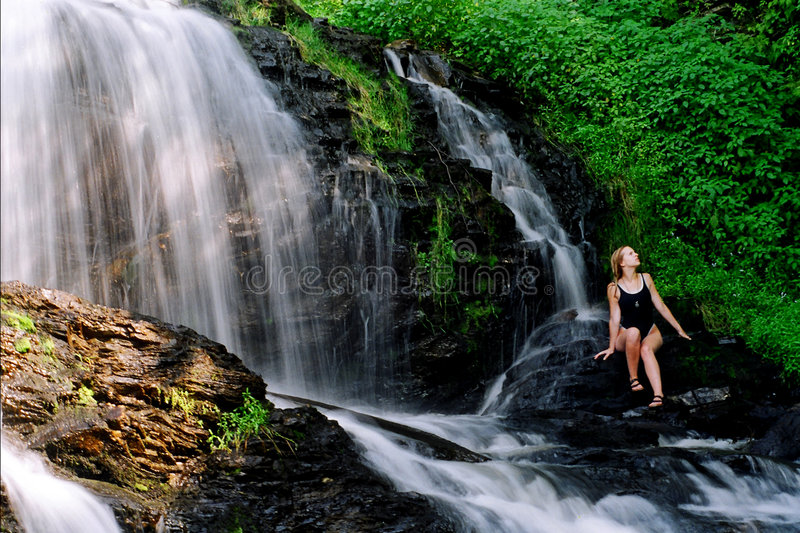 Download Beleza das cachoeiras foto de stock. Imagem de relaxa, rocha - 114238
