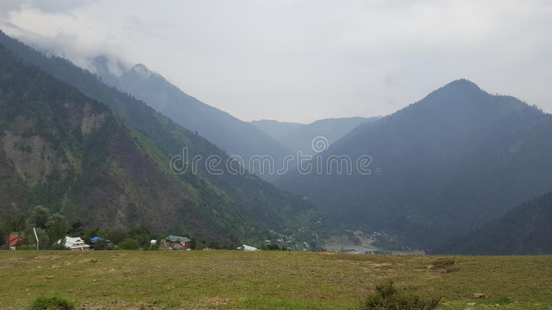 Beleza das montanhas de Neelum imagem de stock royalty free