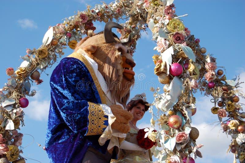 Beleza de Disney e a besta durante uma parada fotos de stock royalty free
