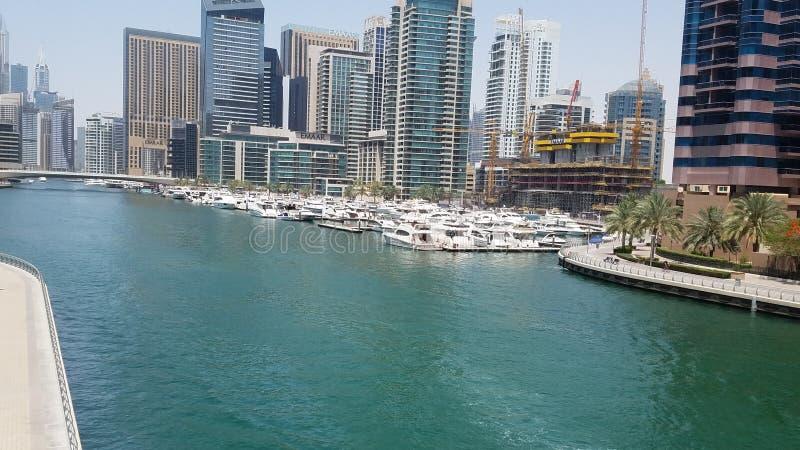 Beleza de Dubai do lago do porto de Dubai foto de stock