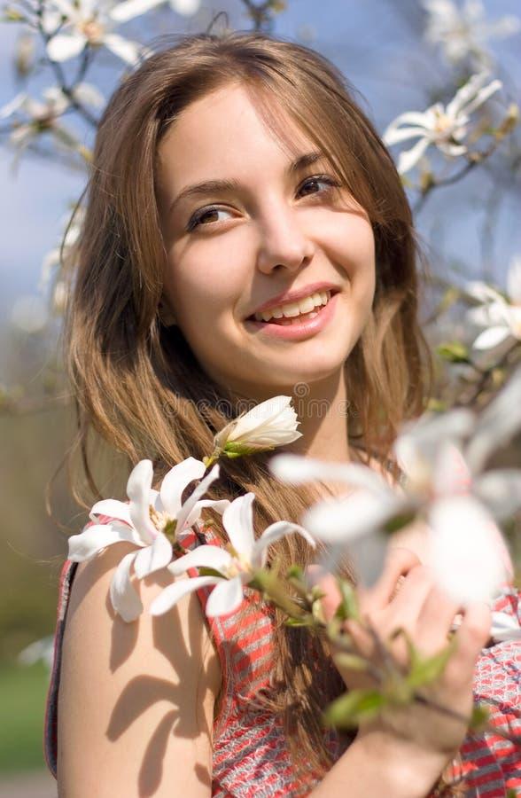 Beleza de mola na natureza com flores. imagem de stock