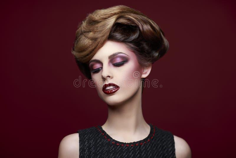 A beleza denominou o retrato do close up de uma jovem mulher imagens de stock royalty free